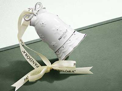 pandora-uk-Christmas-ornament-GWP.jpg